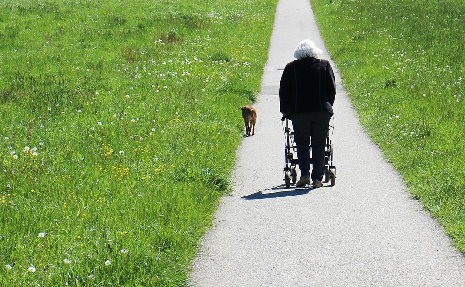 Seniors : des aides à la marche pour vous déplacer