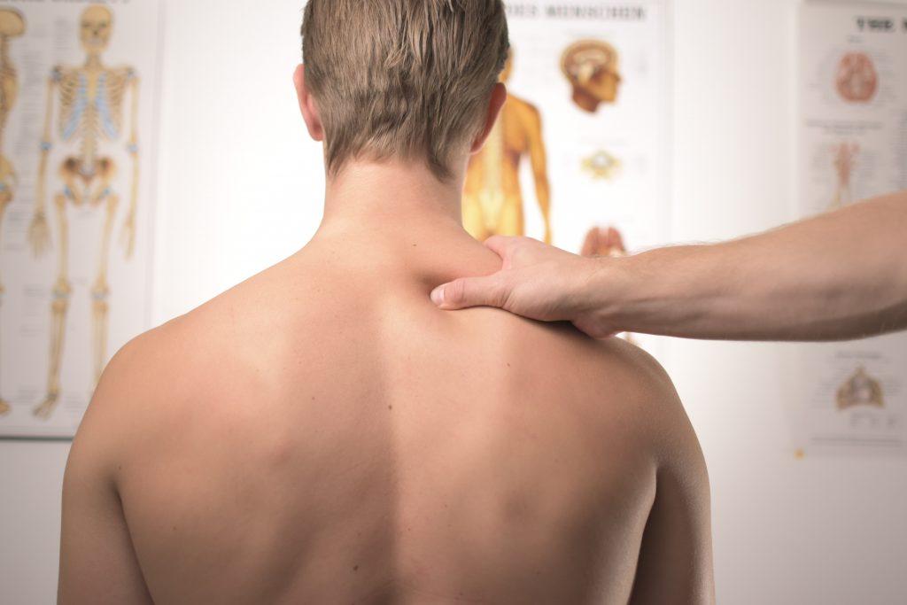 Massage du dos chez un kiné