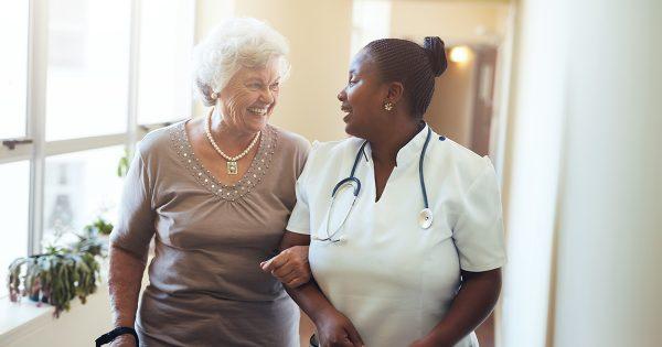 Comment encadrer une personne âgée dépendante à domicile ?
